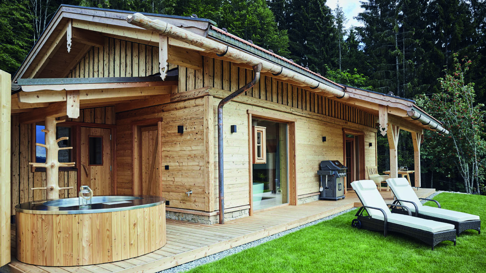 Dreisesselchalets Bayerischer Wald Luxus Berghütten Hochstein Galerie Aussenansicht Whirlpool Blick von Aussen